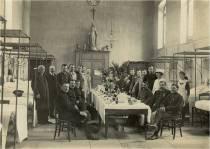 La Grande Guerre  En tant que Maire d'Avallon, Mathieu Tamet déploie toute son énergie pour accueillir les soldats blessés, s'occuper des familles, mais aussi organiser la venue de prisonniers alleman